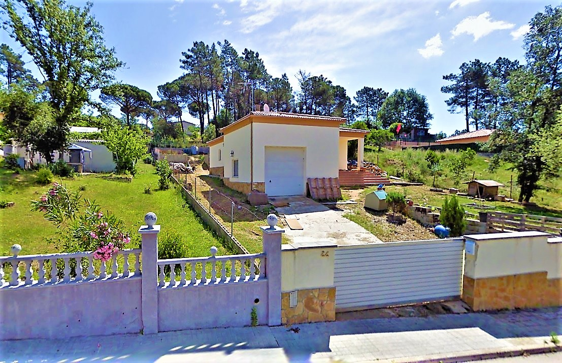 Detached house for sale in residential area of Sils