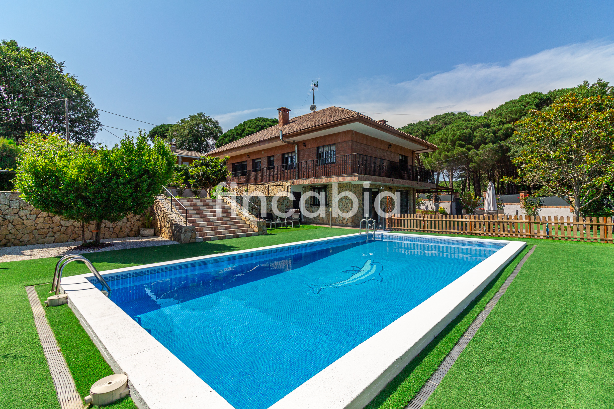 Detached house with pool for sale in Sils residential area