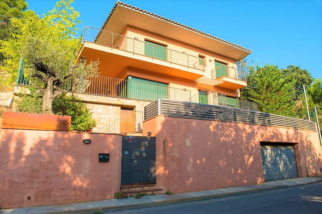 Luxurious house-villa located on the beach of Sa Riera, Begur